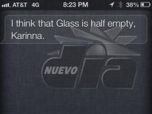 Siri, el asistente de voz de Apple, se burla de las Google Glass en unas respuestas con mucha