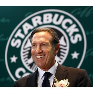 Howard Schultz rectifica tras pedir a sus clientes que no entrasen con armas en Starbucks