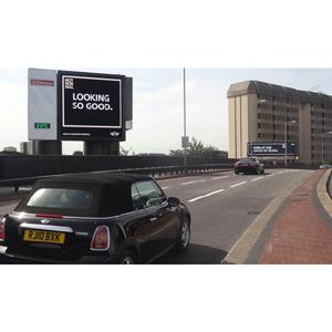 Mini lanza una campaña exterior capaz de reconocer a los coches que pasan por delante de sus carteles