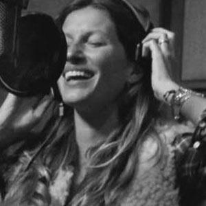 Gisele Bündchen cambia las pasarelas por el micrófono para la próxima campaña de H&M