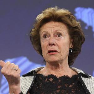 Europa eliminará el 'roaming' y prohibirá el bloqueo de servicios como Skype o WhatsApp