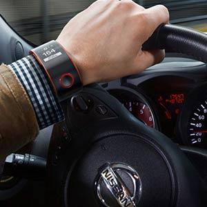 Nissan lanza un reloj inteligente que conecta al coche y al conductor