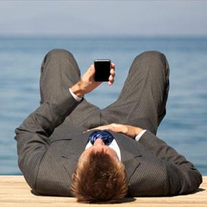 ¿Harto de trabajar horas de más todas las semanas? Échele la culpa a su smartphone