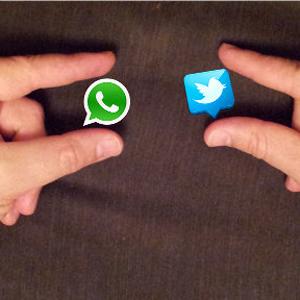 201304-twitter-vs-whatsapp1