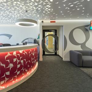 As es el nuevo aspecto de las oficinas de google en for Oficina objetos perdidos barcelona