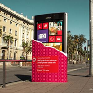 Vodafone apuesta por enormes smartphones en su nueva campaña de marketing