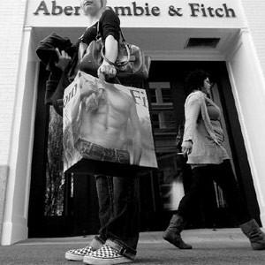 Abercrombie & Fitch da su brazo a torcer y agranda sus prendas femeninas