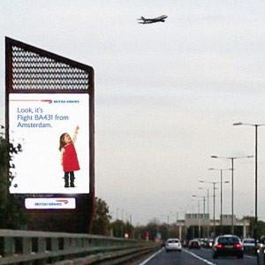 En esta innovadora campaña de British Airways las vallas interactúan con los aviones que las sobrevuelan