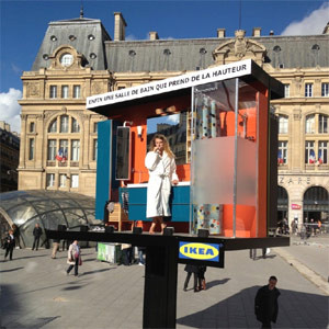 IKEA monta un baño en la vía pública y hace las delicias de los
