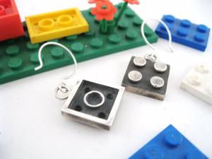 Si es amante de Lego, aquí tiene su bisutería perfecta