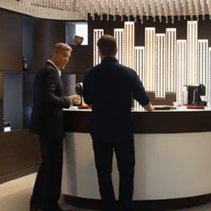George Clooney y Matt Damon se echan la mano al cuello por culpa de las féminas en el nuevo spot de Nespresso