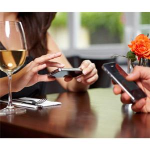 ¿Apagaría su teléfono móvil con tal de comer a mitad de precio en un restaurante?