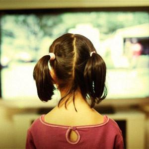 ¿Jornada televisiva a tiempo completo?: los niños invierten 35 horas a la semana frente al televisor