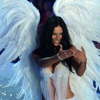 El desfile de Victoria's Secret sorprende con ángeles, música... e impresoras 3D