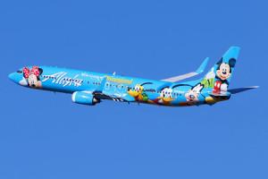 Hello Kitty, hobbits, ballenas y bolsas para vomitar patrocinadas: en la publicidad de altos vuelos todo vale