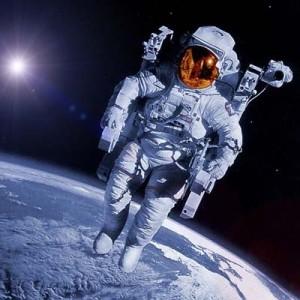 Dos españoles rumbo al espacio con AXE Apollo