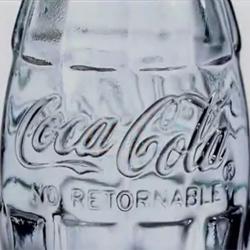 Le invitamos a comprender el éxito de Coca-Cola a través de 10 emblemáticos spots