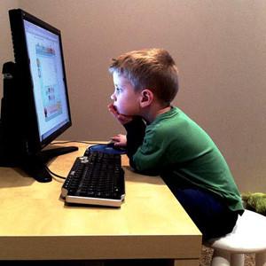Los niños cada vez se incorporan antes a las redes sociales