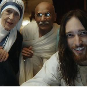 Jesús, Gandhi y la madre Teresa juntos en un anuncio de Unicef