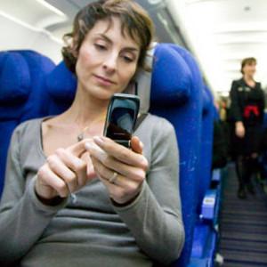 ¿Cómo se preparan las compañías aéreas para el uso de dispositivos móviles en los aviones?