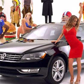 Carmen Electra, Abraham Lincoln y una hamburguesa gigante, protagonistas del spot para el Super Bowl de Volkswagen