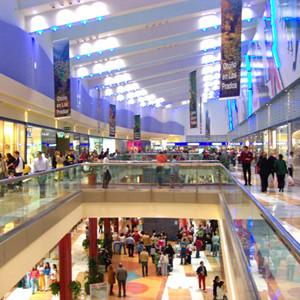 Los consumidores siguen aplazando la compra de moda a rebajas o a colecciones de descuento y promoción