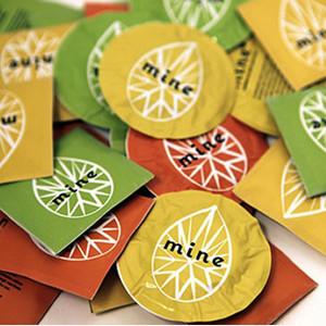 ¿Preservativos o bolsas de té? Un grupo de jóvenes diseñadores busca terminar con la vergüenza de muchas mujeres