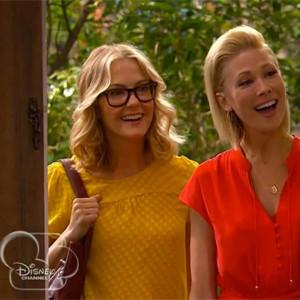 Disney Channel sale del armario y muestra por primera vez en una de sus series a una pareja homosexual con hijos