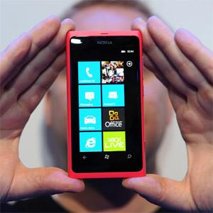 La publicidad móvil seguirá pegando el estirón este año, pero la demanda continuará dejando