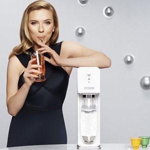 Sodastream ficha a Scarlett Johansson para seguir