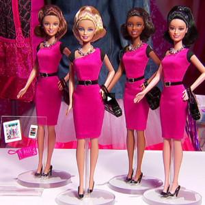 Barbie se convierte en empresaria con smartphone y tableta incluidos
