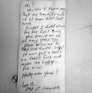 Un sentido mensaje escrito en una servilleta de papel se convierte en viral y hace llorar a los internautas