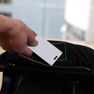 ¿Es comprador compulsivo? Este bolso inteligente le ayudará a frenar sus desmanes consumistas