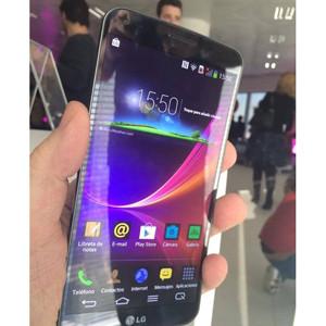 LG Y Vodafone España presentan el LG G Flex, el primer smartphone realmente curvo