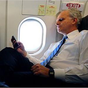 Ryanair ya permite utilizar dispositivos móviles en sus vuelos