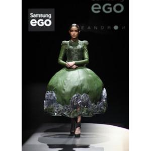 Leandro Cano inauguró la jornada de Samsung EGO con una colección de moda tecnológica