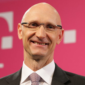 El jefe de Deutsche Telekom avisa de que las apps de mensajería
