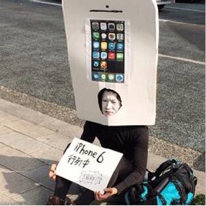 Un fan de Apple ya hace cola para adquirir el iPhone 6 cuya fecha de lanzamiento se desconoce todavía