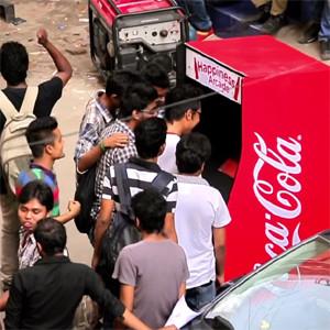 Coca-Cola convierte la dura tarea de reciclar en un divertido videojuego en pleno Bangladesh