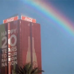 Coca-Cola llena Johannesburgo de arco iris para celebrar veinte años de democracia