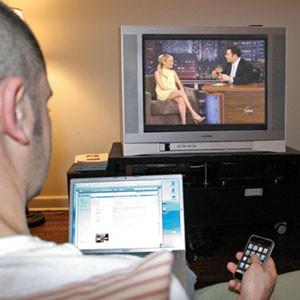 Los millennials son la generación que más utiliza las redes sociales mientras ve la TV