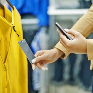 Utilizar el smartphone en las tiendas, una práctica que