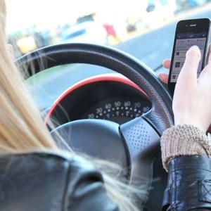 telefono movil conducir