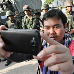 La locura del 'selfie' llega hasta Tailandia en pleno golpe de Estado