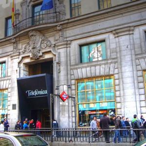 Cae un 23% el beneficio de Telefónica en el primer trimestre de 2014