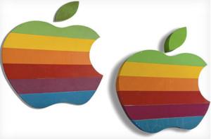 Apple subasta dos logotipos retro de su 'manzana arcoíris'