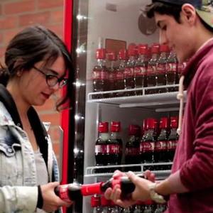 Coca-Cola crea una botella muy especial que sólo se abre si encuentra su