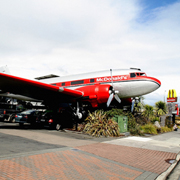 Barco, avión, OVNI...: los 12 restaurantes McDonald's más raros del mundo