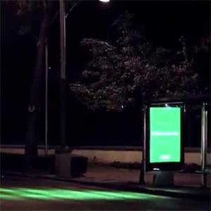 Nescafé convierte las paradas de autobús en semáforos para despertar a los conductores más