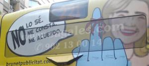 Se retira la polémica publicidad de la Infanta Cristina que cubría autobuses barceloneses